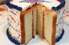 Puedes utilizar una rebanada de pan de molde para conservar suave y jugosa tu tarta durante más tiempo.