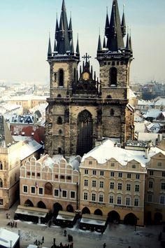 Uno de los lugares con más magia y belleza del mundo. El castillo de Praga hay que verlo por la noche. (República Checa) Prague, Czech
