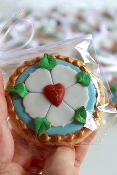 Mit einer Luther Rose dekorierte Cookies als Giveaway - Video Tutorial - Reformation