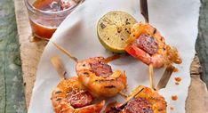Skewers with scampi and chorizo Scampi, Curry, Eat Smarter, Clean Eating Snacks, Coco, Entrees, Chili, Good Food, Brunch