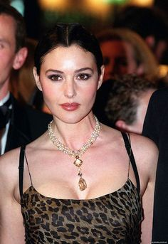 Monica Bellucci Daily — lethemusicdotherest: photos of Monica. Monica Bellucci Photo, Monica Belluci, Bond Girls, Most Beautiful Women, Beautiful People, Non Plus Ultra, Italian Actress, Italian Beauty, Beautiful Actresses
