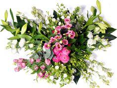 Modern roze - wit  Rouwbloemen is het laatste wat wij voor u kunnen doen als u een dierbare heeft verloren. Wij zullen met uiterste zorg de bloemen voor u verzorgen. Afbeelding: maat large Maat small: ongeveer 50 cm doorsnee. Maat medium: ongeveer 65cm doorsnee. Maat large: ongeveer 85 cm doorsnee. Maat extra large: ongeveer 100 cm doorsnee. Maat super: ongeveer 115 cm doorsnee. (Door beschikbaarheid van bloemen kan het rouwstuk iets afwijken van de foto)  EUR 75.00  Meer informatie…