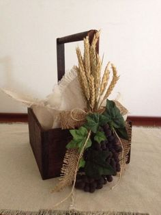 Break basket for boy for First Communion. Canasta para pan para primera comunion de niño.:
