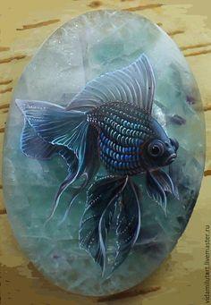 La pintura sobre la piedra con la mano. Masters Fair - hecho a mano. Comprar pescado azul en la fluorita. Hecho a mano. pescado azul