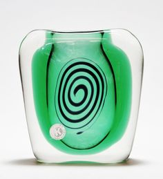 Tegnet i For vasen fikk Bongard sølvmedalje ved den Triennale i Milano (Foto: Mats Linder) Vase, Blown Glass, Norway, Den, Glass Art, Home Decor, Model, Homemade Home Decor, Jar Art