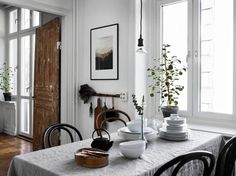 We bring you some new inspiring dining room sets. You must prepare your home for it. Diy Interior, Room Interior, Interior And Exterior, Interior Decorating, Interior Design, Interior Modern, Dining Room Lighting, Dining Room Sets, Dining Room Design