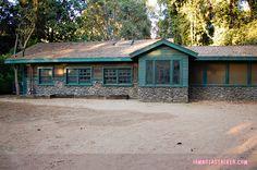 Noel Kahn's Cabin/Lost Woods Resort Pretty Little Liars Warner Bros Sets (3 of 25)