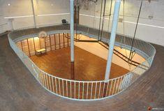 Le plus vieux terrain de basket du monde est à Paris. Comme le terrain original aux Etats-Unis a été victime d'incendie ça fait de cette salle le plus vieux terrain de basketball du monde.