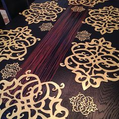 Deri amerikan servis takımı. Leather. Deri servis craft Laser Engraving, Felt Crafts, Table Linens, Laser Cutting, Hand Sewing, Metal Art, Table Runners, Table Clothes, Dinnerware