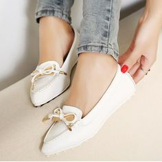 Attractive White PU Bowknot Pointy Closed Toe Flats