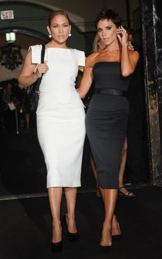 Jennifer Lopez and Victoria Beckham attends the Marc Jacobs Spring 2009 fashion show during Mercedes-Benz Fashion Week at the NY State Armory on September 2008 in New York City. Vic Beckham, Fashion News, Fashion Show, Victoria Beckham News, Jennifer Lopez Photos, Looks Chic, Twiggy, Classy Outfits, Dress To Impress