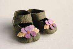 Resultado de imagen de felt baby shoes