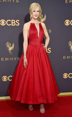Nicole Kidman in Calvin Klein. Celebrity Style: The Hottest Looks From The 2017 Emmys Red Carpet. Nicole Kidman, Celebrity Red Carpet, Celebrity Look, Glamour, Christian Dior Couture, Festa Party, Red Gowns, Diane Kruger, Reese Witherspoon