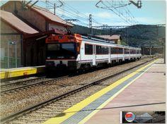 Regional 447 Gijón-León en la estación de La Robla. http://ju5modelismo.blogspot.com.es/