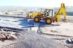 CONSTRUCCIÓN EN CAÍDA LIBRE POR CUATRO MESES DE FRENO EN LA OBRA PÚBLICA  El Indicador Sintético de la Construcción mostró en abril una caída de 24,1% interanual y disminuyó 10,3% en el acumulado del cuatrimestre contra igual período.  Más info: http://ly.cpau.org/1TJBn42  #BibliotecaCPAU #DSI #Construcción #RealEstate #DesarrolloInmobiliario #Indec #Cronista