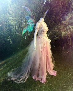 Gown from Firefly Path paired with Bubble Rider Wings from Fancy Fairy Wings & Things! Fairy Wedding Dress, Fairy Dress, Beautiful Dresses, Nice Dresses, Beautiful Costumes, Costume Renaissance, Faerie Costume, Pixie Costume, Fantasias Halloween