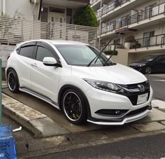 this is something that i want on my future hr-v here in the united states, those pictures are from Thailand, the first hr-v bagged that i see. a look sickkkk Honda Civic, Honda Hrv, Mercedes Auto, Honda Jazz, New Honda, Chevrolet Corvette, Ford Mustang, Toyota, Crossover Suv