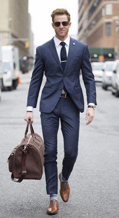 99280607ec80 Alles über Krawattenriegel und wie man sie mit Krawatten verbindet #alles  #krawatten #krawattenriegel · Blå Kostym ...