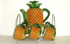 Pineapple Tea set - Tea Set - Ideas of Tea Set - Pineapple Tea set Big Pineapple, Pineapple Kitchen, Pineapple Express, Owl Kitchen Decor, Tea Pot Set, Teapots And Cups, Tropical, Ceramic Decor, Coffee Set