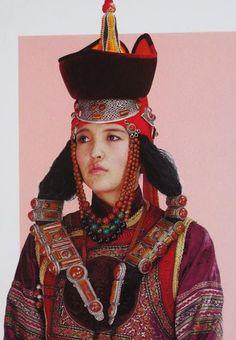 Traditional clothing of Mongolia. By Sarah Corbett | Ethnic Jewels Magazine