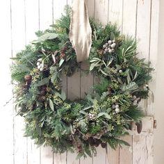 #dørkrans #jul #handmade #julekranser Christmas Diy, Christmas Wreaths, Christmas Decorations, Xmas, Holiday Decor, Winter Wreaths, Runes, String Lights, Lush