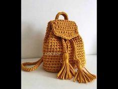 I like the idea of drawstring tassels Crochet Handbags, Crochet Purses, Crochet Bags, Crochet Crafts, Crochet Projects, Love Crochet, Knit Crochet, Mochila Crochet, Knitting Patterns