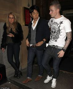 After performing for his teammates Shinji Kagawa was seen leaving the restaurant