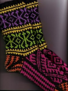 A pair of Turkish socks from Anna Zilboorg's Fancy Feet using Nature Spun sport weight yarn. Fair Isle Knitting, Knitting Socks, Baby Knitting, Crochet Baby Shoes, Crochet Slippers, Knit Crochet, Sport Weight Yarn, Wool Socks, Wrist Warmers