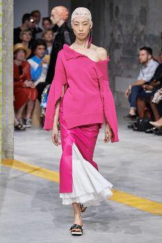 Marni Spring 2020 Ready-to-Wear Fashion Show - Vogue 2020 Fashion Trends, Fashion Week, Fashion Outfits, Womens Fashion, Milan Fashion, Ladies Fashion, Jane Birkin, Winter Typ, Dolly Fashion
