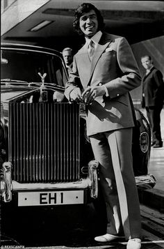 Engelbert Humperdinck's global appeal once saw him own 14 Rolls Royce cars, including this one with a personalised number plate Private Number Plates, Classic Rolls Royce, Shirley Bassey, Legendary Singers, Rolls Royce Cars, Jazz Artists, Hollywood Walk Of Fame, Pop Singers, Historical Pictures