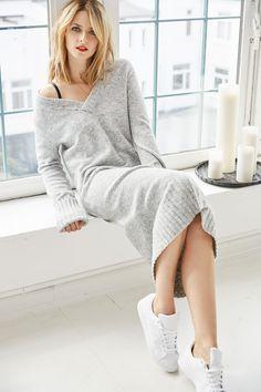 EVA'S KNIT DRESS OUTFIT !  @aboutyoude Idol Eva mag es vor allem bequem. Mit dem kuscheligen Strickkleid und den passenden Sneakern ist Dein nächster Streetstyle safe !