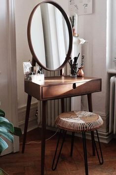 Rustic Makeup Vanity Table ★ Check out makeup vanity table. - Rustic Makeup Vanity Table ★ Check out makeup vanity table ideas for bedroom - Rustic Makeup Vanity, Makeup Table Vanity, Vanity Ideas, Rustic Vanity, Makeup Tables, Diy Vanity Table, Dressing Table Vanity, Dressing Table Rustic, Small Vanity Table