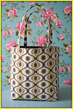 A shopping bag - with tutorial, shopping bag - with tutorial - Madeline De Stoffenmadam. Diy Wallet, Pin Cushions, Bag Making, Shopping Bag, Diaper Bag, Sewing Patterns, Shoulder Bag, Tote Bag, Purses