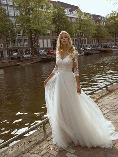 Vintage/Boho Bride - Bride & Maids …feels like Wonderland Lace Wedding Dress, Tulle Wedding, Dream Wedding Dresses, Wedding Gowns, Maxi Bridesmaid Dresses, Bridal Dresses, Dream Dress, Vintage Dresses, Dresses With Sleeves