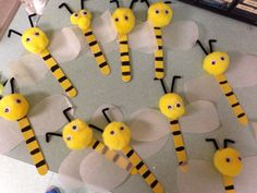 Bug Crafts, Diy Arts And Crafts, Craft Stick Crafts, Felt Crafts, Art For Kids, Crafts For Kids, Bee Activities, Bee Art, Summer Crafts