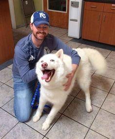 Quando esse cadela estava feliz e muito, e deu um sorrisão BEM grande!