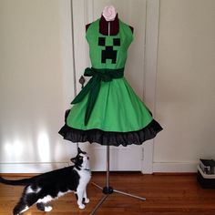 The Wild Bunny made this excellent Minecraft Creeper apron.