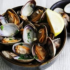 Easy and Quick Recipe: Steamed clams in white wine, garlic, butter, parsley, and lemon.