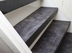 Trapbekleding van leer en RVS trapleuningen van Upstairs Traprenovatie