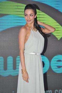 Malaika Arrora Khan Launches Swipe Telecom's 3D Life Tablet. | Bollywood Cleavage