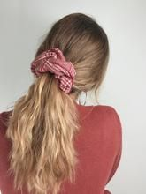 Chouchou laine rouge - Laurie – Scrunchie is back Scrunchies, Fashion, Red, Wool, Moda, La Mode, Fasion, Fashion Models