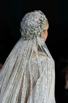 See all the details from Elie Saab's Couture Spring 2018 collection. wedding headpiece Details at Elie Saab Couture Spring 2018 Elie Saab Couture, Vestidos Marchesa, Elie Saab Bridal, Elie Saab Spring, Vestidos Vintage, Wedding Veils, Wedding Lingerie, Wedding Bride, Wedding Ceremony