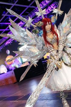 Wow my eyes are still dazzling after seeing this breathtaking Erza cosplay!