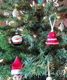 Crochet these Simple Christmas Bell Ornaments with this free pattern. Use them to decorate your tree or add them to your gifts as a decorations. Crochet Christmas Wreath, Crochet Ornaments, Christmas Ornament Crafts, Handmade Ornaments, Christmas Tree Decorations, Happy Christmas Day, Christmas Bells, Simple Christmas, Christmas Diy
