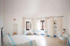 Appartamento a Orosei, Italia. L'appartamento, si trova al secondo piano di un elegante palazzo signorile del '600, nel centro storico di Orosei. Due camere da letto, di cui una matrimoniale, una cucina-soggiorno e un terrazzino panoramico per godere di una vacanza unica.  Una ...