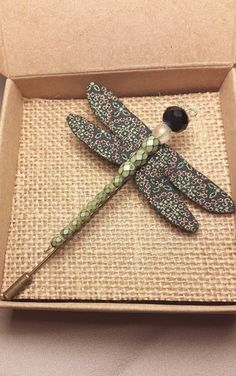 Mira este artículo en mi tienda de Etsy: https://www.etsy.com/es/listing/260050080/handmade-dragonfly-brooch-green-gold