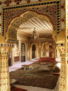 La entrada a la Sala de Audiencias, Palacio de la ciudad - Jaipur, India