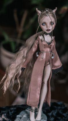 RosariumDolls on Etsy Custom Monster High Dolls, Monster High Repaint, Ooak Dolls, True Beauty, Stuffed Animals, Beautiful Dolls, Bjd, Princess Zelda, Fantasy