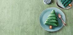Mit Ferrero für die Liebsten stilvolle Ideen für die Tischdekoration entdecken: kunstvoll gefaltetes Tannenbäumchen als echter Hingucker auf Ihrer Tafel.