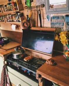 99 DIY Guide To Living In Your Van And Make Your Road Trips Awesome (15)